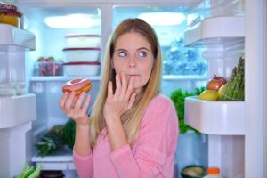 8 Bad Eating Habits That You Should Forget
